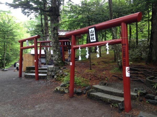 富士浅間神社と新屋山神社_4256[1]