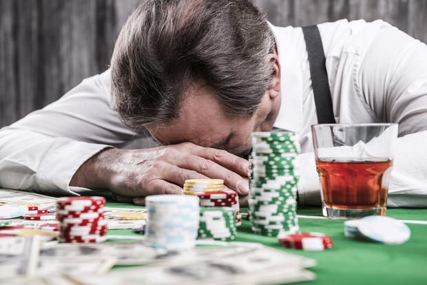 お酒にギャンブル