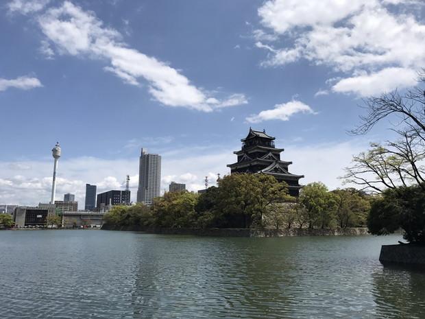 裏から見る広島城